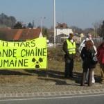 Action rond point Méximieux STOP BUGEY - 21 février 2012.