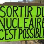 Action rond point Méximieux STOP BUGEY - 21 février 2012 - Sortir du nucléaire c'est possible